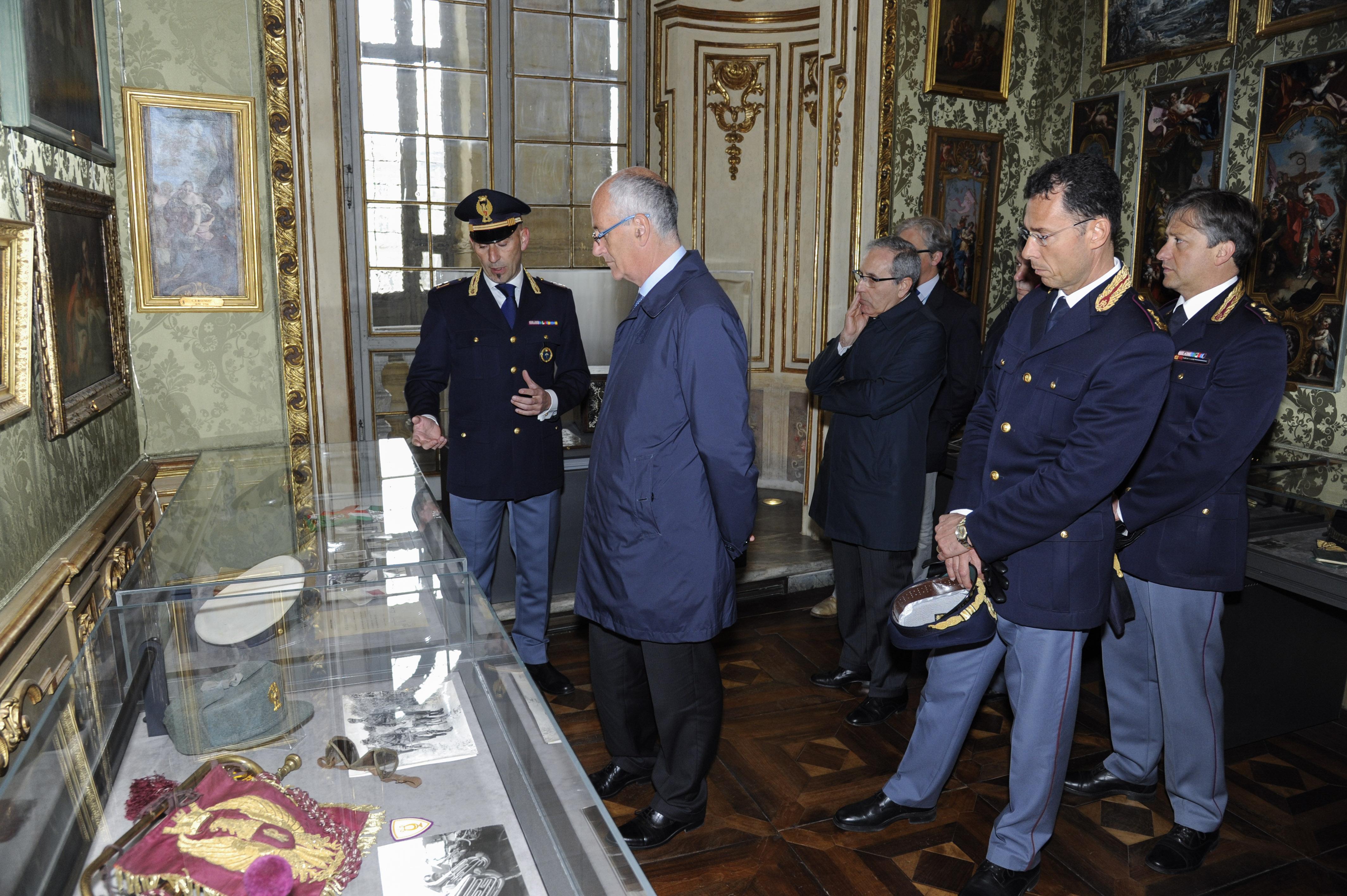 Il Capo della Polizia in visita a Torino. La mostra 165 ...