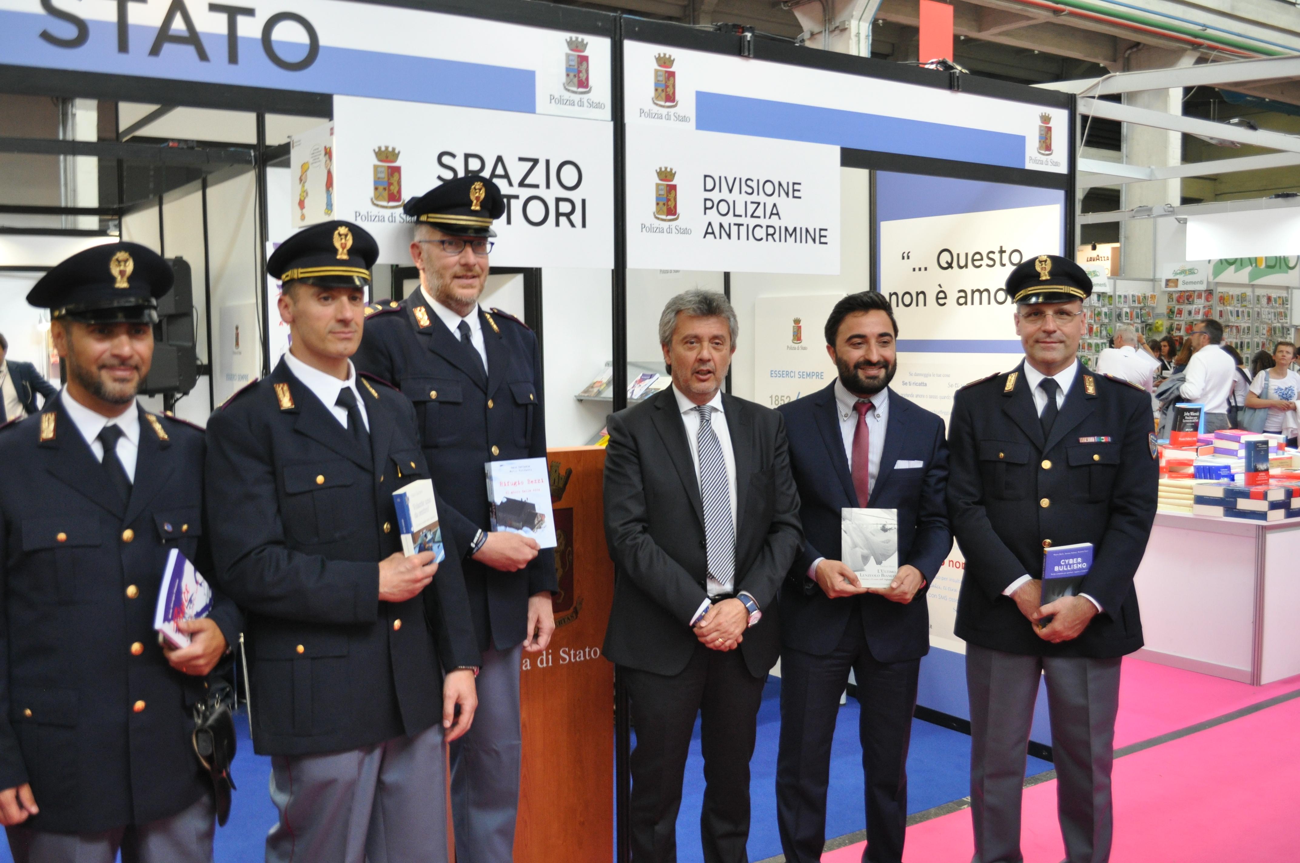 30 salone internazione del libro di torino for Polizia di stato torino permesso di soggiorno