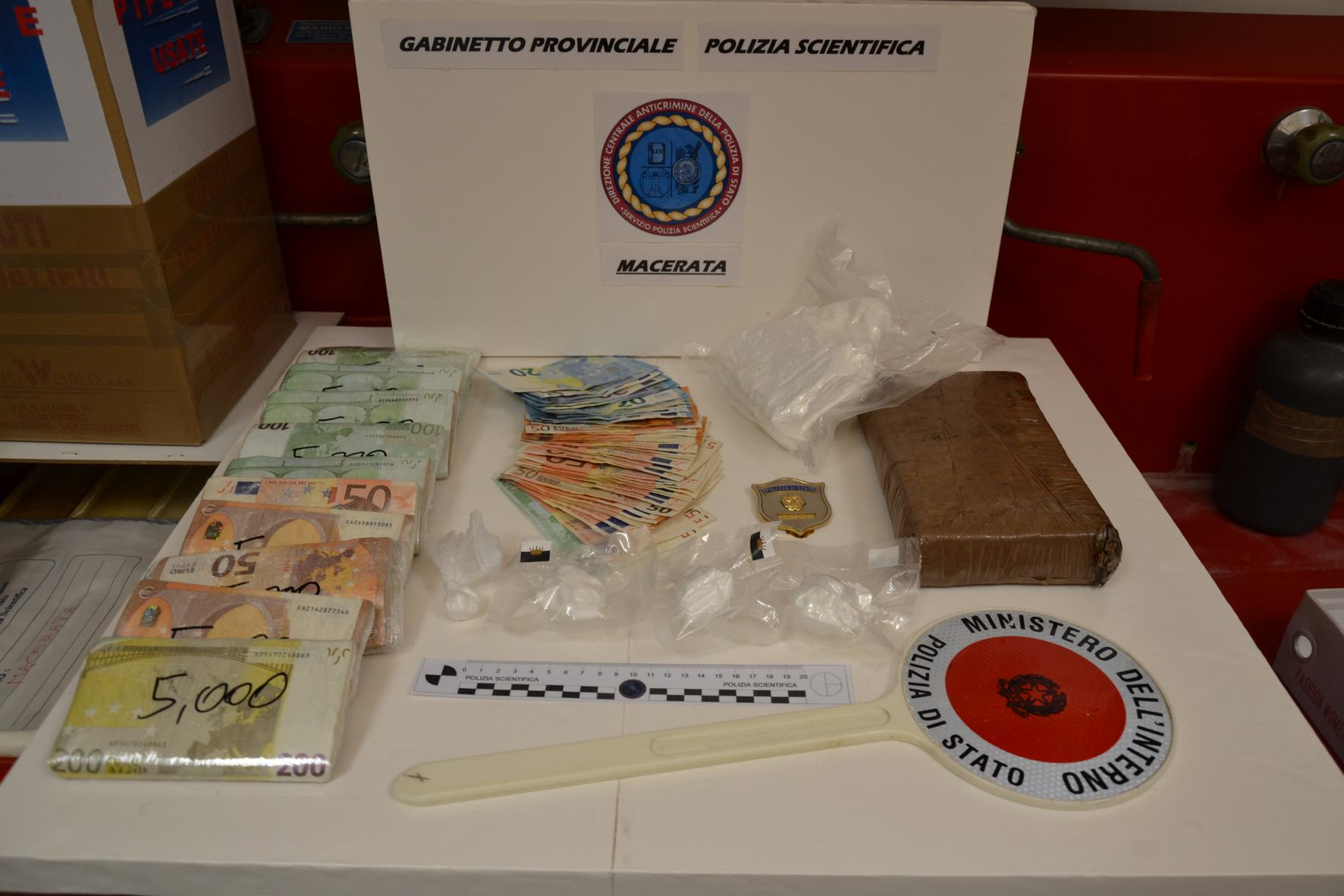 Macerata: arrestato pericolosissimo spacciatore extracomunitario -  Sequestrato  kg 1,700  di cocaina purissima.