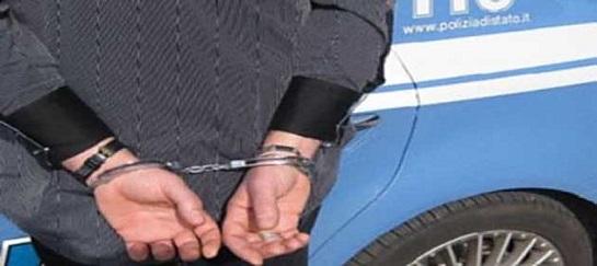 Allenatore approfittava di alcune ragazzine: arrestato $