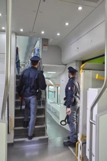 Stazione di Torino Porta Nuova: Occultava hashish nella tasca della giacca