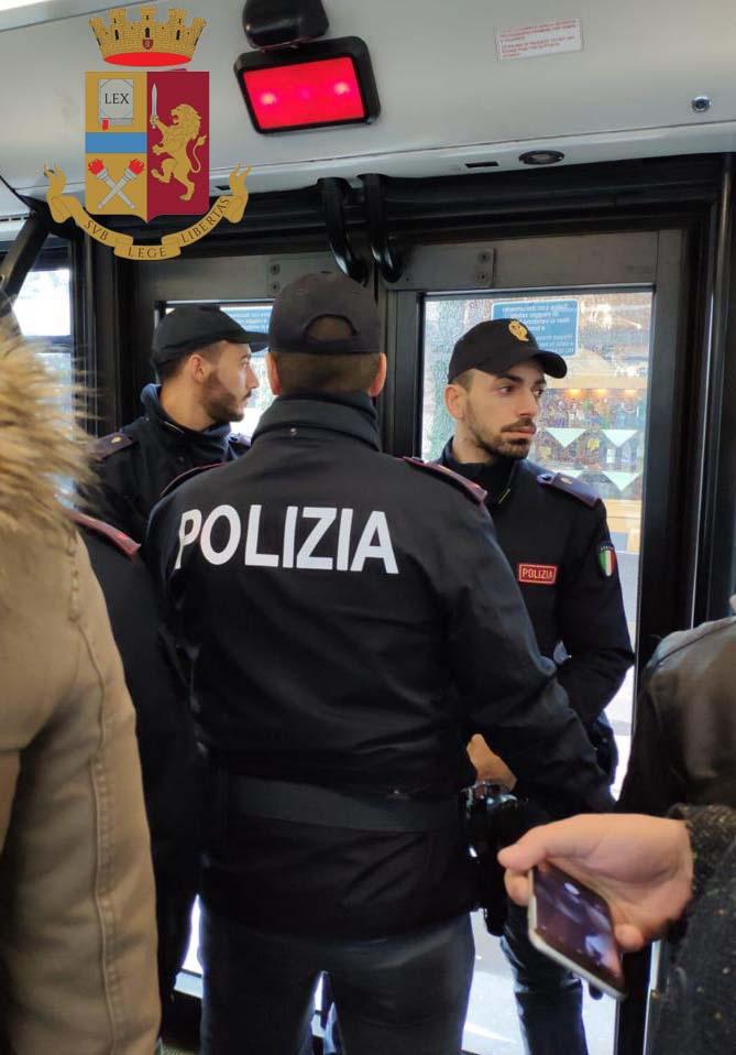 Milano Atti Sessuali Su Minorenne A Bordo Del Bus La Polizia Di Stato Individua E Blocca