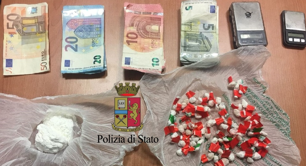 arrestati due spacciatori e sequestrate dosi di crack e cocaina in forma solida