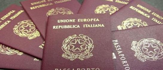 Vendevano passaporti e permessi di soggiorno in bianco ...
