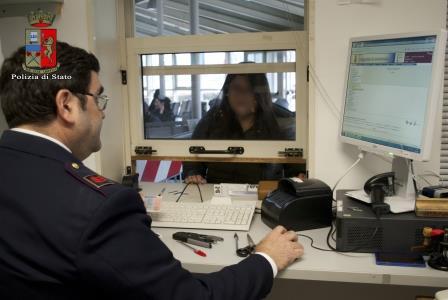 Falsifica documenti per ottenere il permesso di soggiorno: cinese ...