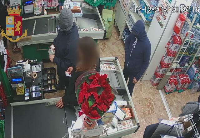 Torino: La Polizia di Stato incastra due rapinatori di un supermarket