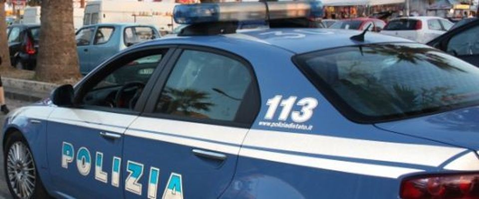 La Polizia scopre ed arresta in flagranza due borseggiatori in Via Toledo