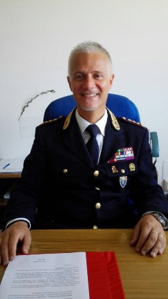 http://questure.poliziadistato.it/statics/20/foto-dr-riccio-sito.jpg?art=1&lang=it