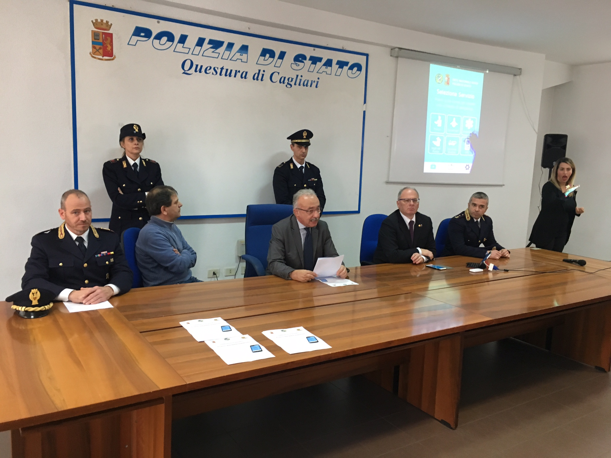 Ufficio Passaporti Questura Di Cagliari : Presentato a cagliari