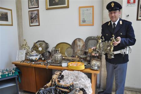Roma oggetti rubati recuparati dalla polizia di stato for Oggetti sacri roma
