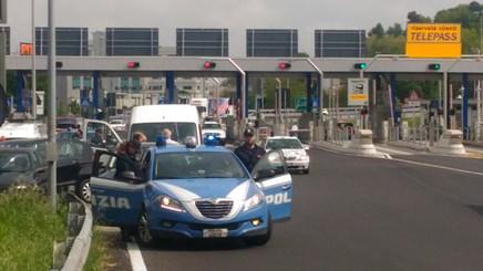 Vicenza controlli della polizia stradale per il contrasto for Questura di vicenza permesso di soggiorno online