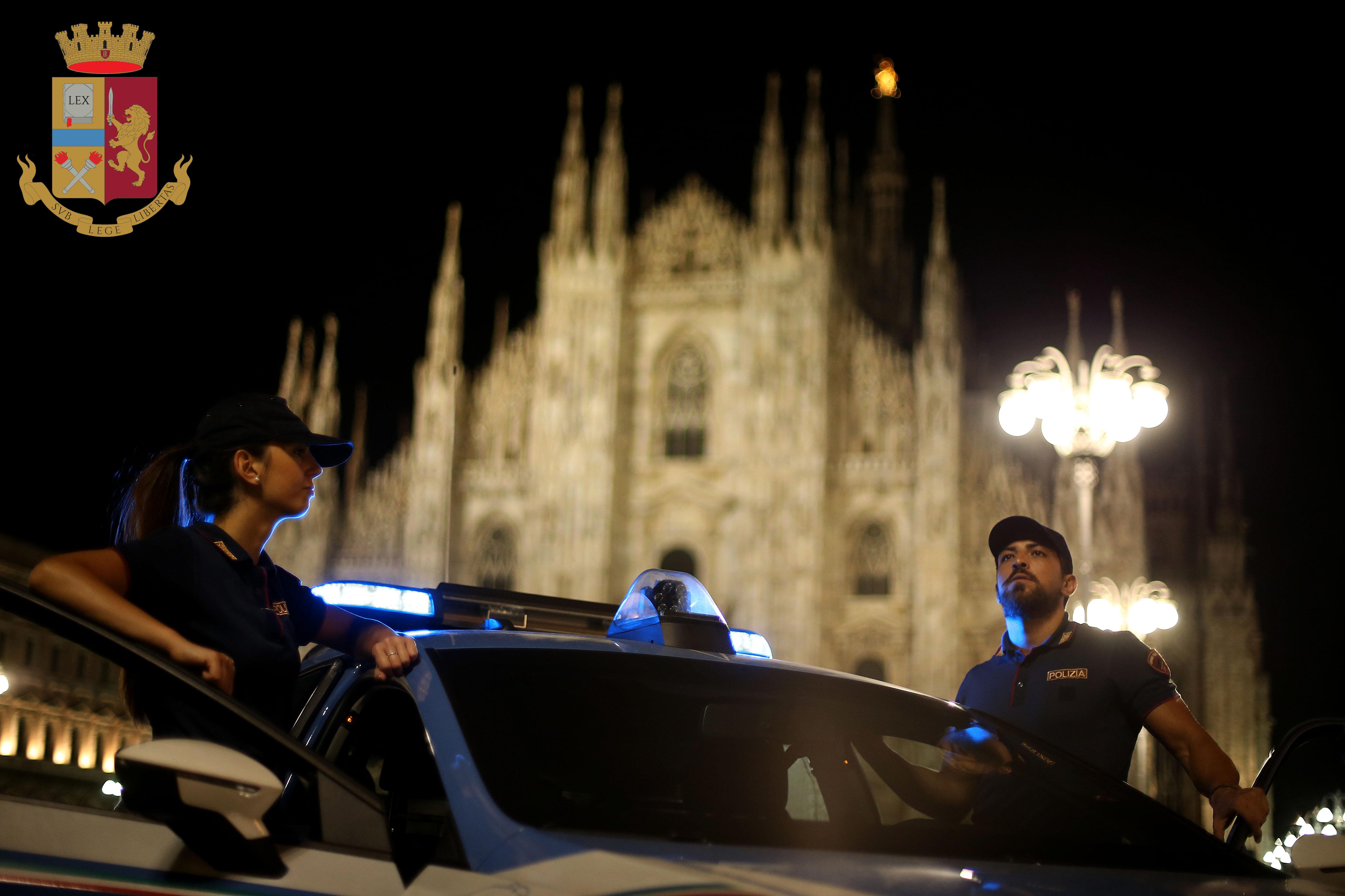 Milano La Polizia Di Stato Arresta Due Ladri