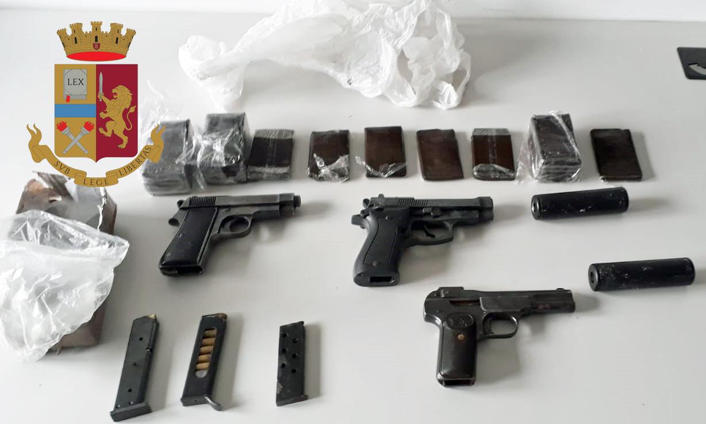 La Polizia sequestra armi e droga nelle cantine