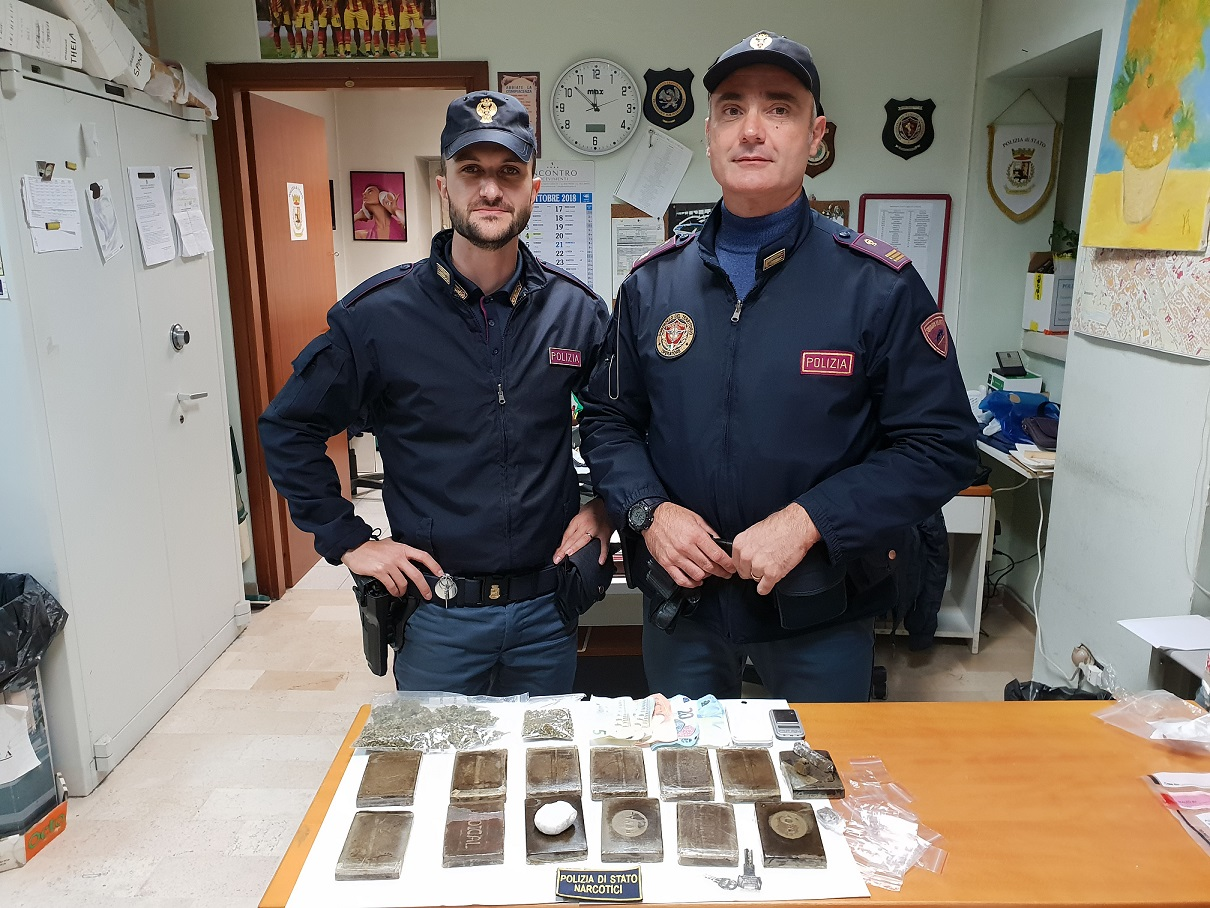 Nasconde droga in una galleria ferroviaria: beccato dalla Mobile.