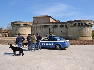 Senigallia giro di vite della polizia contro il traffico for Questura di ancona permesso di soggiorno