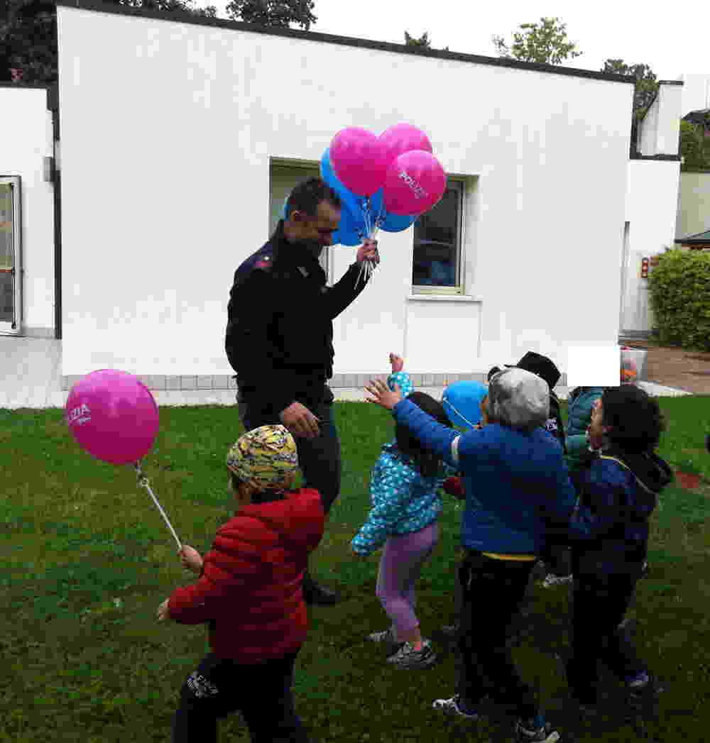 La questura di padova nella scuola la terra dei piccoli for Questura di padova permesso di soggiorno