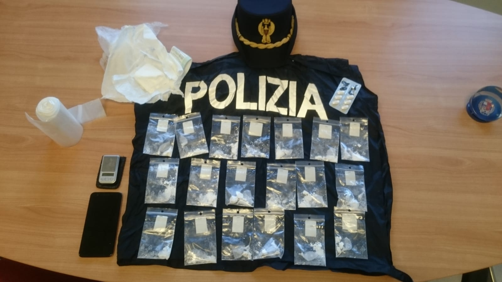 Arrestato in flagranza mentre spaccia cocaina