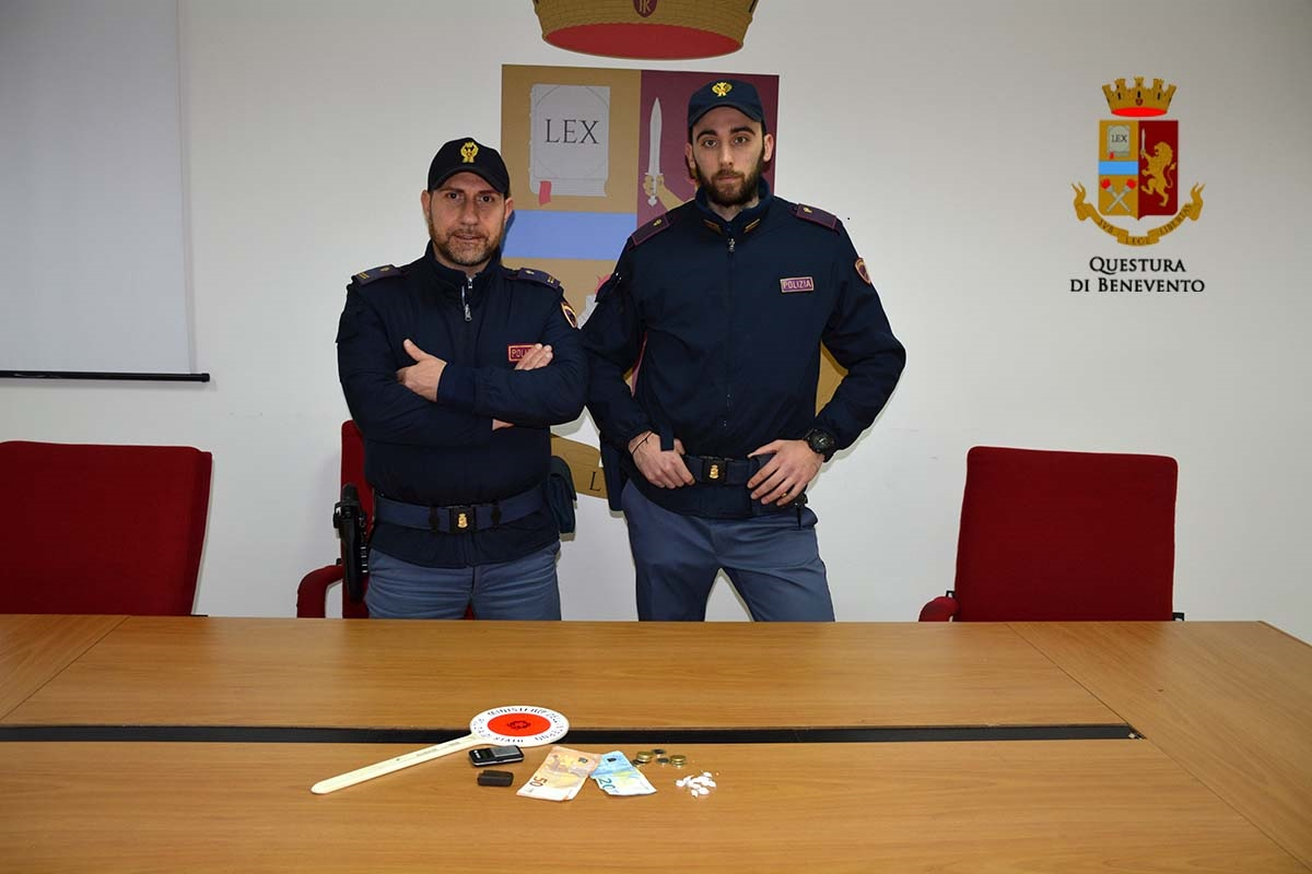 Beccati con hashish e cocaina negli slip, pusher beneventani arrestati dalla Squadra Volante