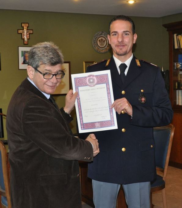 Premi al personale della polizia di stato for Polizia stato permesso soggiorno