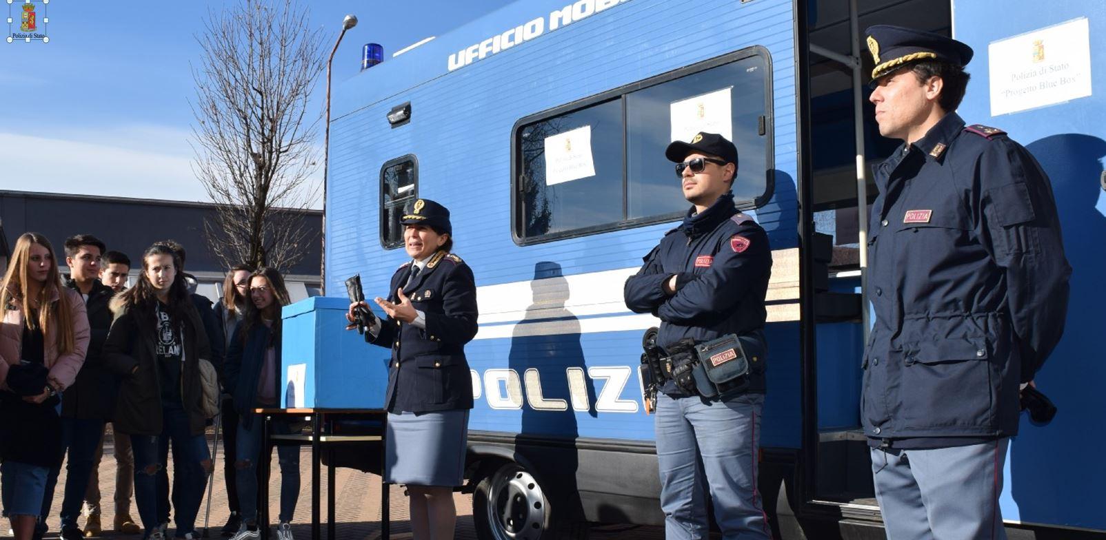 Questura varese progetto blue box campagna di for Polizia di stato permesso di soggiorno questura di napoli