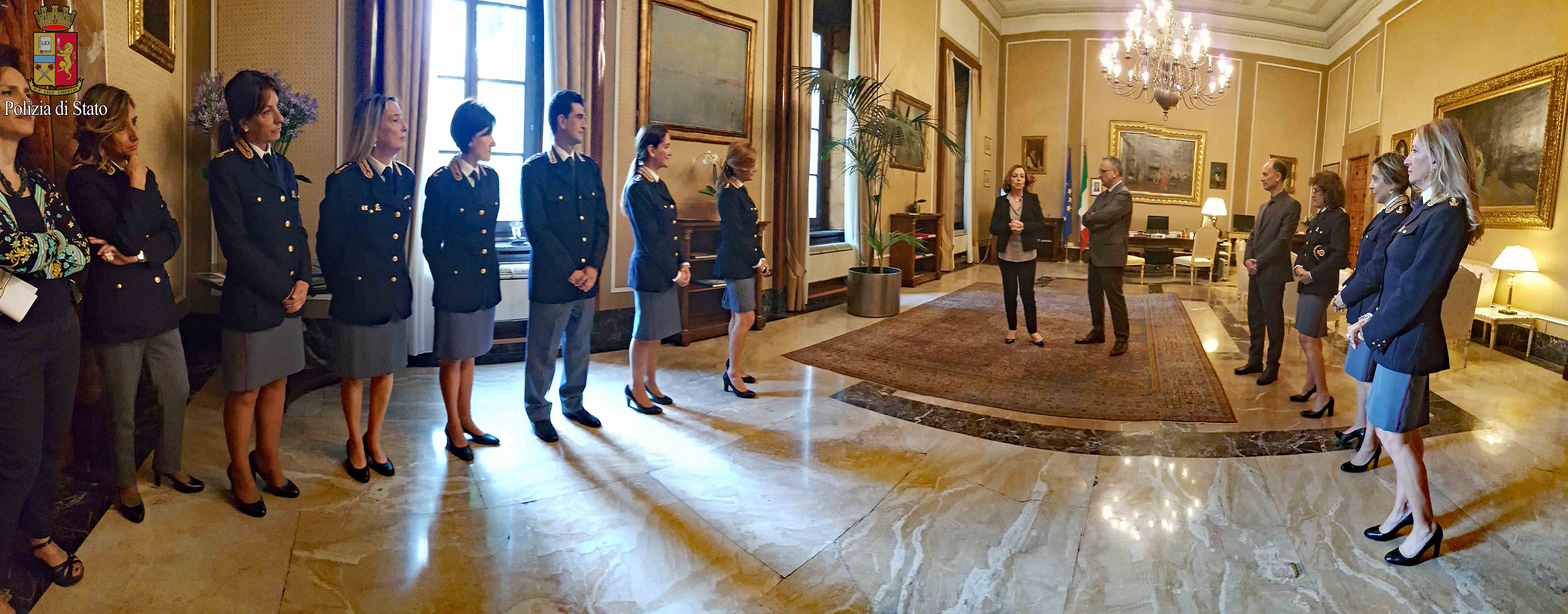 Il questore di milano presenta i nuovi dirigenti della for Questura di polizia