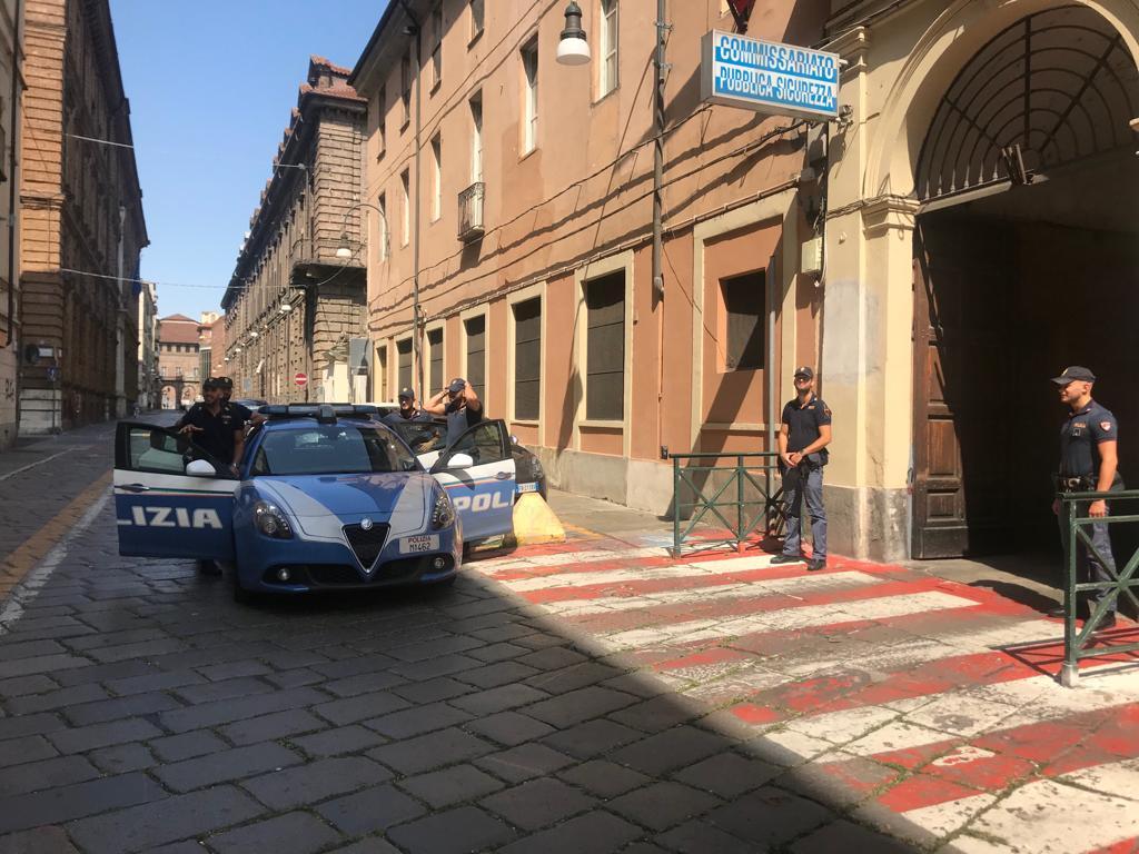 Torino: Scippa lo smartphone a una ragazza