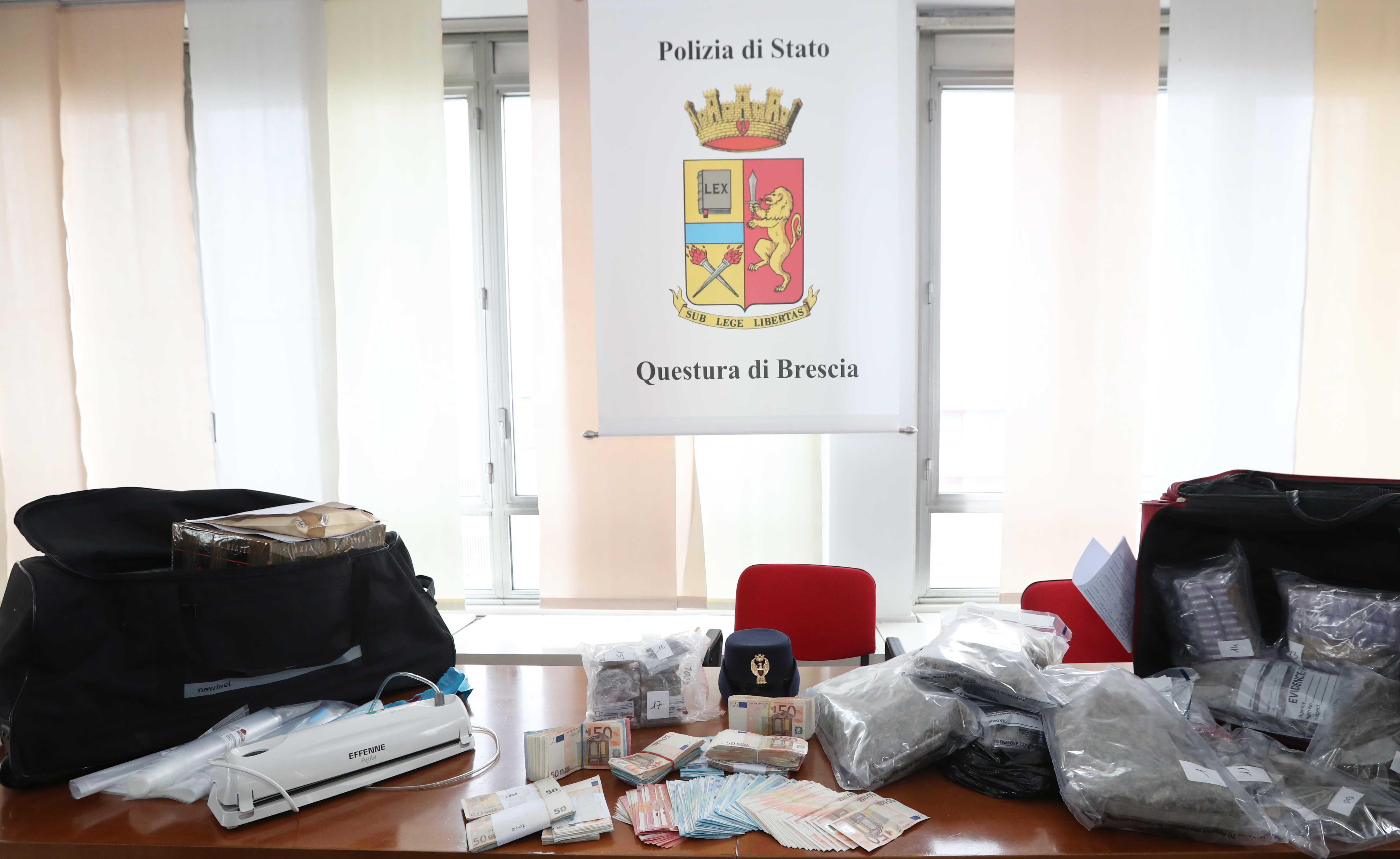 Sequestro di  12 chili di droga e 76.000 euro in contanti