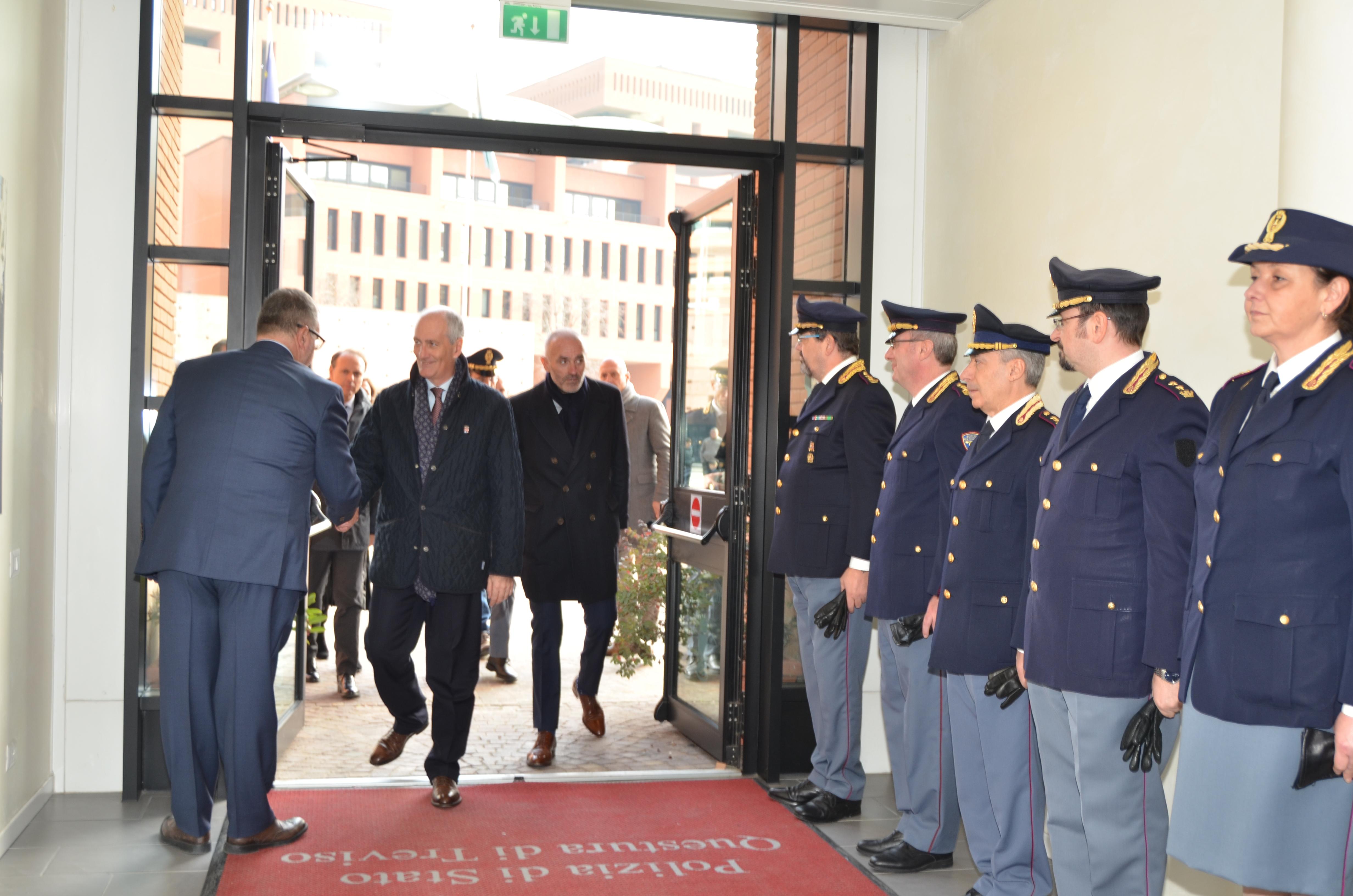 Il Capo della Polizia, Prefetto Franco Gabrielli, in visita alla ...